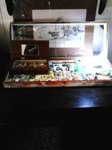 Large jewelry case filled w vintage beauty in Alamogordo, New Mexico