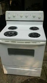 Whirlpool Electric Stove in Tomball, Texas