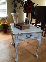 WHITE CHALK Antique vintage shabby chic rustic distressed side table, night stand or coffee table in Oswego, Illinois