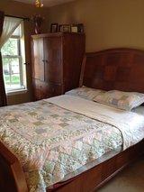 Bedroom Set in Elgin, Illinois