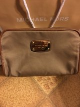 MICHAEL KORS TRAVEL CASE/BAG NEW WITH TAGS MSRP $68 in Ottawa, Illinois
