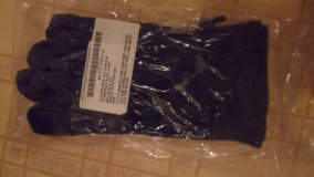 cold/wet weather gloves size 4 in Fort Campbell, Kentucky
