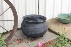 15 Gal Cast Iron Kettle in Leesville, Louisiana