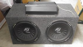 "Dual 12"" subs with 600 watt amp in Lawton, Oklahoma"