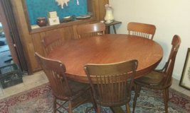 Antique table and chairs in Alamogordo, New Mexico