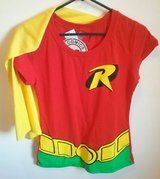 DC Comics Robin T-shirt w/ Cape (Junior L) in Ramstein, Germany