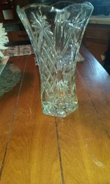 Crystal vase 11 inches tall in Alamogordo, New Mexico