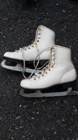 Youth Ice Skates size 1 in Chicago, Illinois