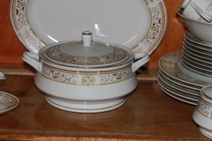 Wallace Heritage Porcelain Casserole Bowl in Leesville, Louisiana