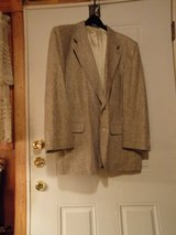 #OFCC EXECUTIVE COLLECTION MEN'S 100% SILK JACKET SIZE 48 SHORT in Fort Hood, Texas