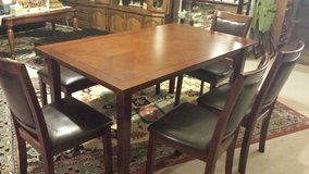 Dining table, 4 chairs + a bench in Lawton, Oklahoma