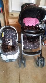 Graco Stroller and Car Seat Combo with base in Fort Campbell, Kentucky