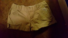 Shorts sz 6 in 29 Palms, California