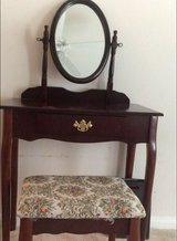 Very nice antquie vanity beuaful need sold asap in Lackland AFB, Texas