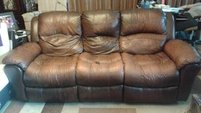Double leather recliner in Yongsan, South Korea