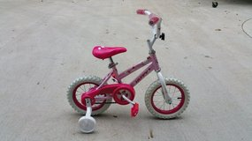 """Huffy 12"""" Sea Star Bicycle w/training wheels, mint condition!! in Fort Campbell, Kentucky"""