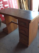 Solid oak desk in Alamogordo, New Mexico