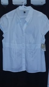 ( New with Tags )White Short Sleeve Blouse. in Dickson, Tennessee