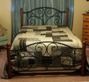 Queen bed in Pasadena, Texas