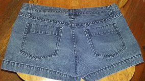 Womens dark blue jean shorts size 6 in Dickson, Tennessee