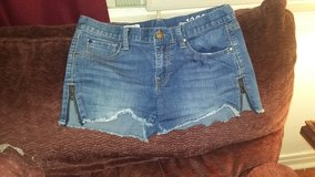 Women's Gap shorts with zippers on sides! in Dickson, Tennessee