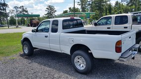 2000 Toyota Tacoma Extended Cab Truck in Moody AFB, Georgia