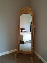 Stand-alone mirror in Naperville, Illinois