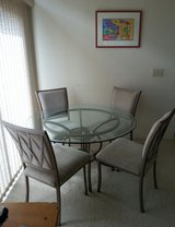 Dining Table/Chairs in Travis AFB, California