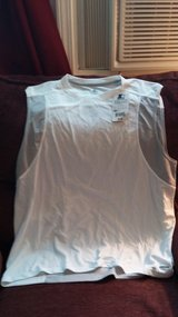 New w tags Starter Mens sleeveless shirt in Dickson, Tennessee