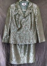 Women's Lined 3-Button Jacket and Skirt, Le Suit, Size 8 in Lawton, Oklahoma