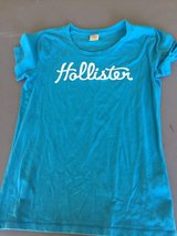 Hollister blue t short size L in Camp Lejeune, North Carolina