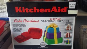 NEW - KitchenAid Cake Creations Silicone Cake Pans in Westmont, Illinois