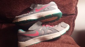 Girls Nike Shoes US size 1Y in Dickson, Tennessee