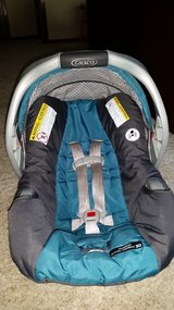 Graco snugride classic connect 30 carseat/base in Conroe, Texas