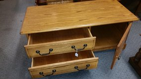 Solid Oak coffee table / 2 drawers & cabinet in Lake of the Ozarks, Missouri