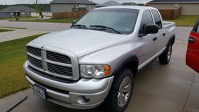 2005 dodge ram 4x4, 4 door, bed cover, loaded in Wright-Patterson AFB, Ohio