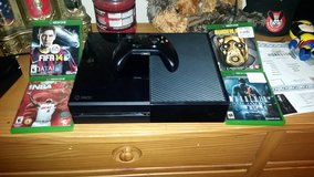 500 gb Xbox One with 5 games in Fort Leonard Wood, Missouri