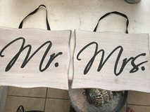Mr and Mrs signs in Cleveland, Texas