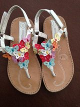 Size 11 girls sandals in Lakenheath, UK