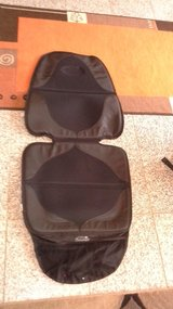 Britax Car seat in excellent condition with protective seat cover in Baumholder, GE