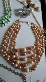 5 strand preachy vintage necklace w amazing clasp in Ramstein, Germany
