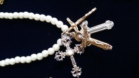 Yard (36 inches) of pearls with vintage crosses in Wiesbaden, GE