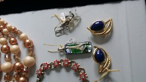 Healing crystal hook back earrings in Ramstein, Germany