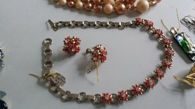 Necklace and earring set hold and red vintage in Wiesbaden, GE