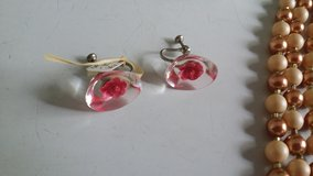 Floating roses screw back vintage earrings in Ramstein, Germany