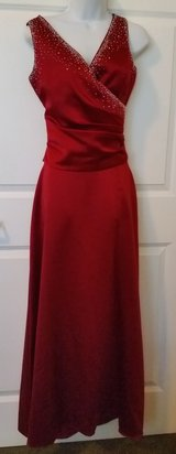 BARI JAY Cranberry Red 2 Pc Bridesmaid Prom Gown Dress Size 11/12 in Hinesville, Georgia
