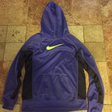 Girls Nike Therma Fit Hoodie size Xl in Naperville, Illinois