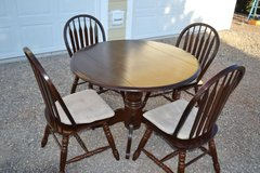 42 Inch Dining Room Table with 4 Chairs in Alamogordo, New Mexico