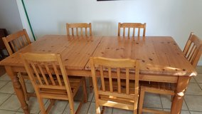 Dining room table- 7 pieces in Baytown, Texas