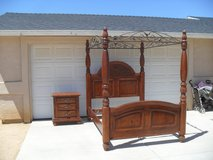 +++  Queen Canopy Bed  +++ in Yucca Valley, California